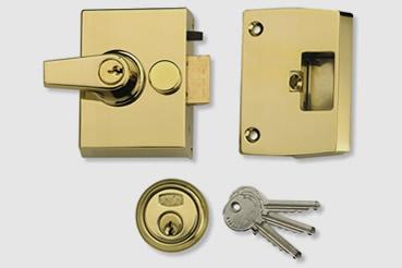 Nightlatch installation by Balham master locksmith